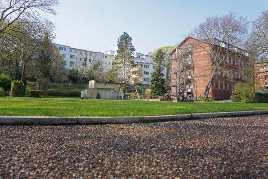Blick auf das Gelände des Blindenhilfswerkes Berlin e.V. Man sieht ein Teil des Gebäudes der Rothenburgstraße und auch die Gebäude der Lepsiusstraße.